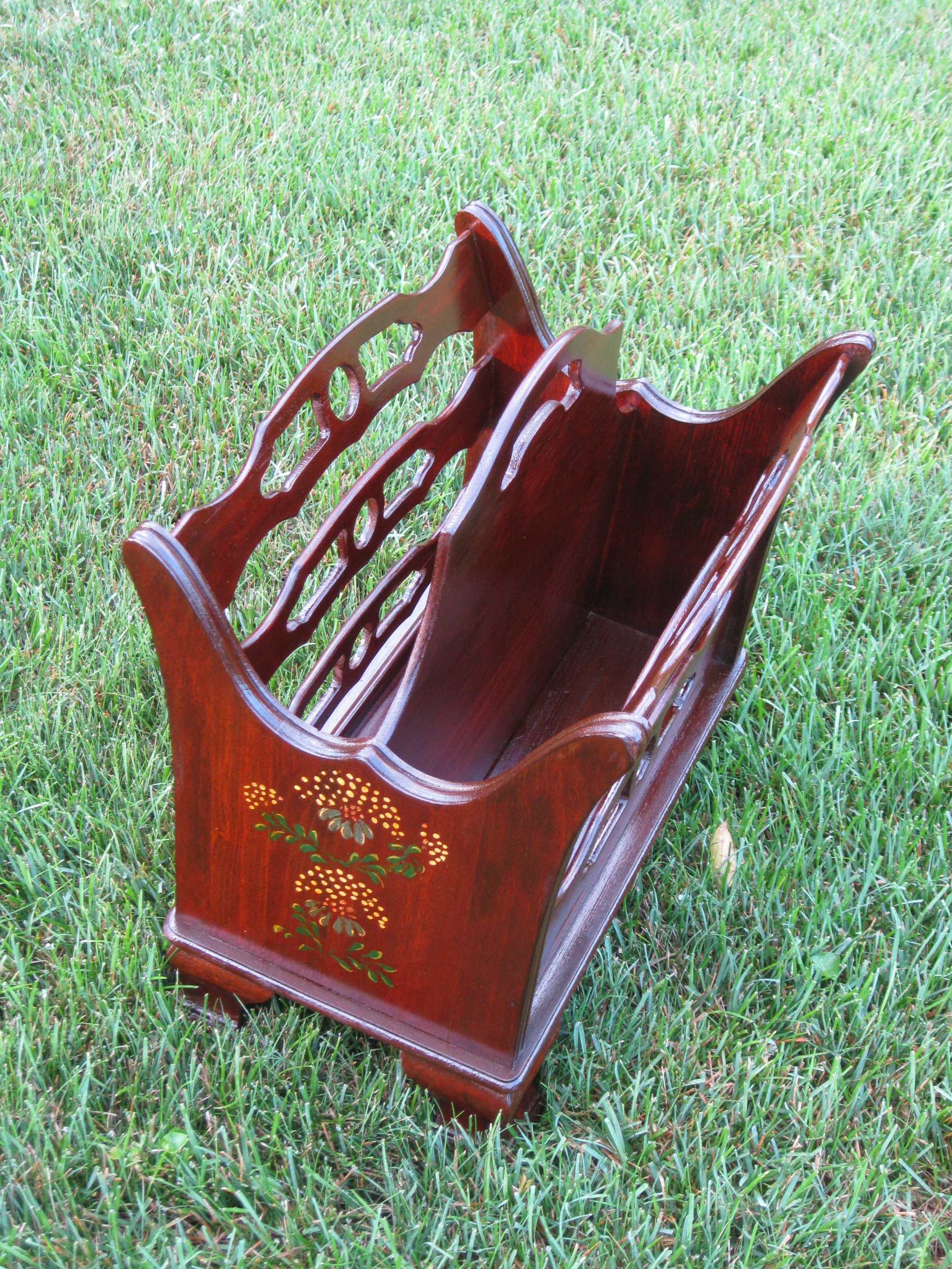 The old magazine rack was cleaned, repainted and varnished