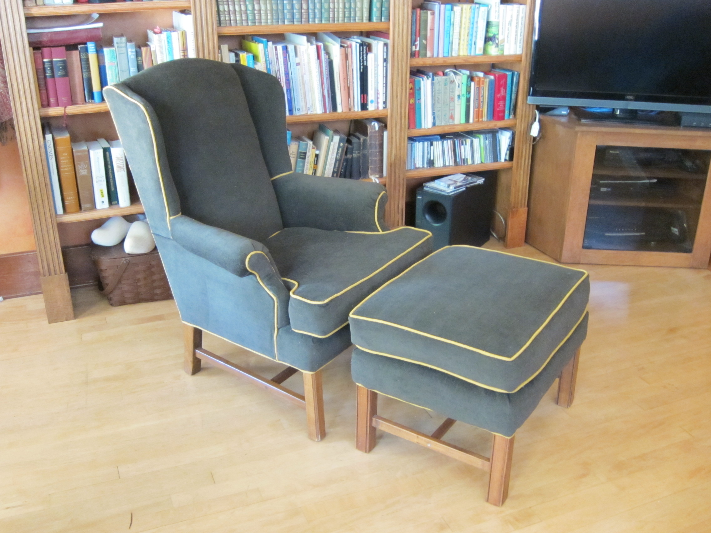 The client chose a heavy weight khaki fabric with contrast trim to coordinate with her new decorating scheme